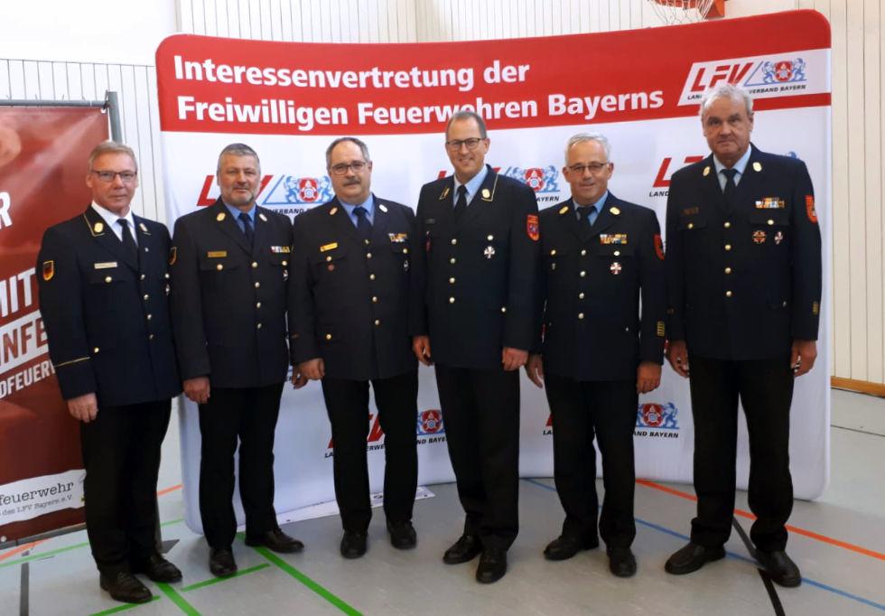LFV-Vorsitzender Alfons Weinzierl, KBI Jürgen Scheerer, KBI Heinz Mayr, stellv. Vorsitzende Johann Eitzenberger, KBR Rudolf Mieling und KBI Thomas Fink (von l.n.r)