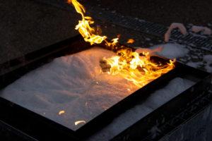 """Der Schaum """"überrollt"""" die Flammen"""