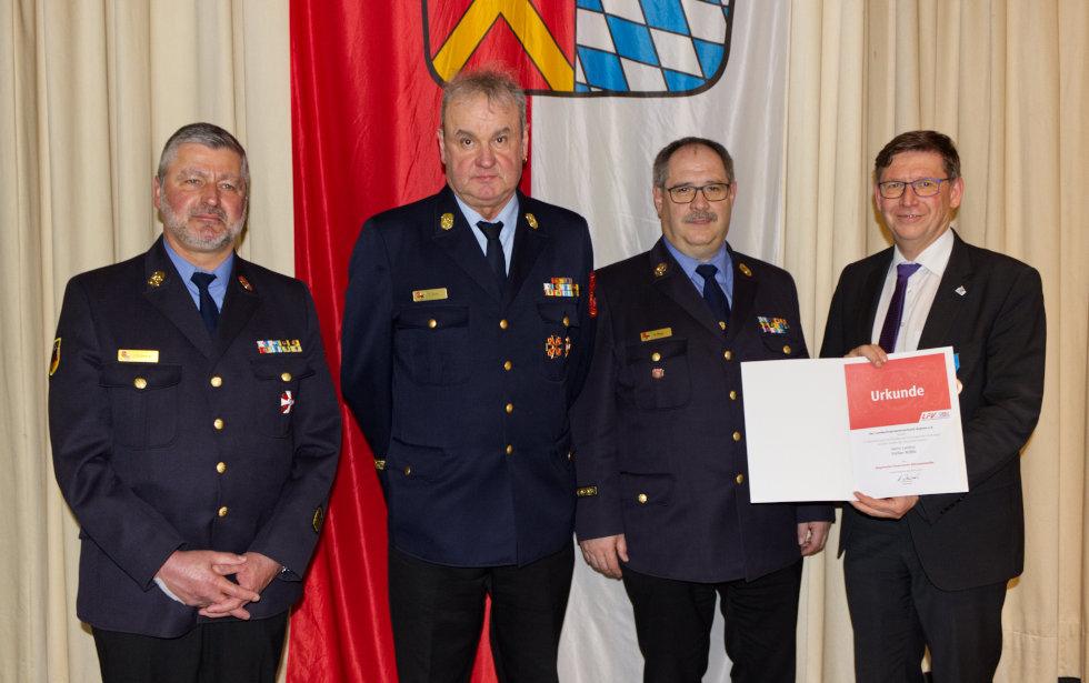 Stefan Rößle wurde die Ehrenmedaille des Landesfeuerwehrverbands Bayern verliehen