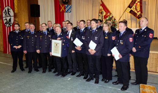 Geehrte und Verabschiedete Personen auf der Frühjahrsdienstversammlung 2019 der Feuerwehren des Landkreises Donau-Ries