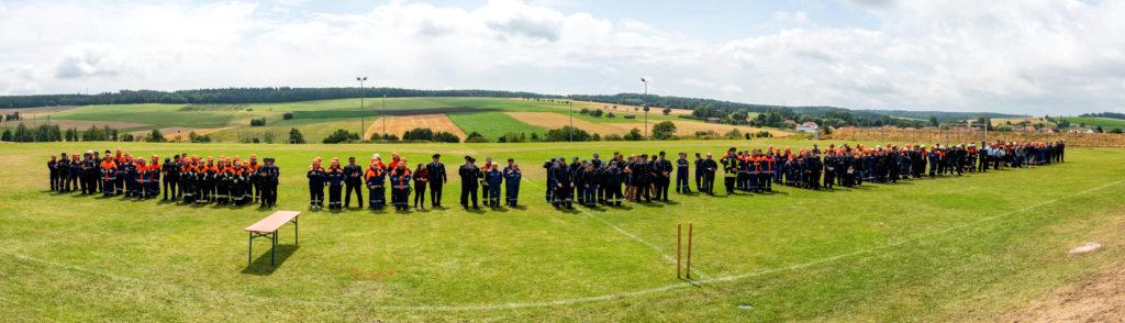 Bayerische Jugendleistungsprüfung - Panoramabild der teilnehmenden Mannschaften