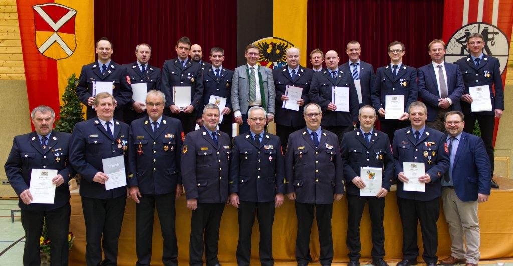 Geehrte und Verabschiedete Personen auf der Frühjahrsdienstversammlung 2020 der Feuerwehren des Landkreises Donau-Ries