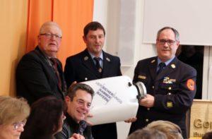 Übergabe des Wassersaugers an die FF Baierfeld